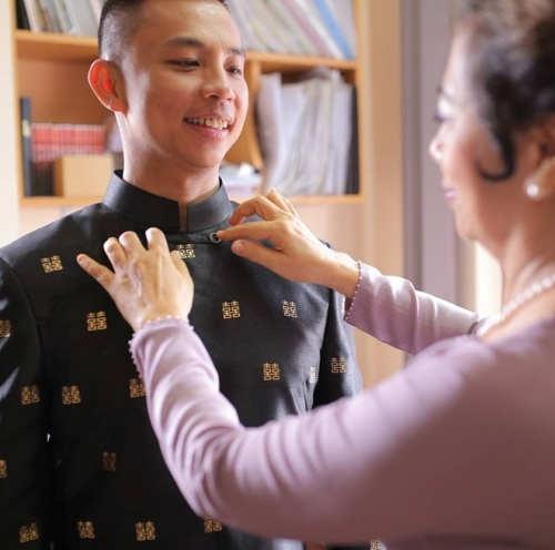 Cô dâu kém 20 tuổi của Chí Anh lộ bụng bầu trong lễ ăn hỏi - 1