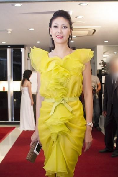 Hà Kiều Anh mặc sexy, diêm dúa bất chấp tuổi 40 - 8