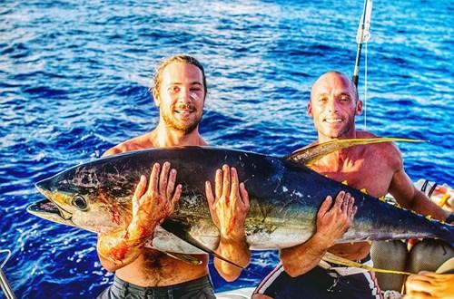 """Chàng trai gây """"sốt"""" với bức ảnh tự sướng với cá voi - 4"""