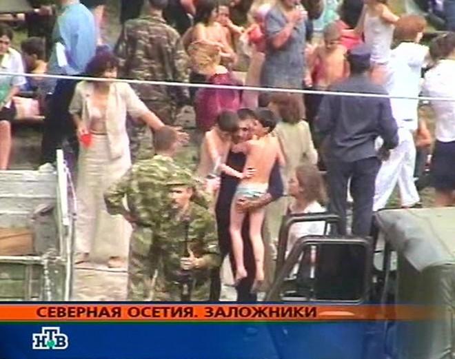 Vụ bắt 1100 con tin, sát hại 334 người chấn động thế giới - 4