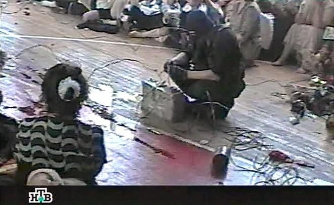 Vụ bắt 1100 con tin, sát hại 334 người chấn động thế giới - 2