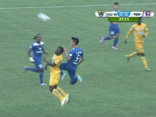 FLC Thanh Hóa - T.QN: 2 thẻ đỏ, 2 thủ môn khó hiểu - 1