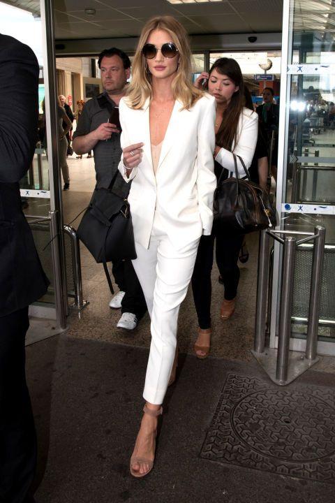 Mặc đồ trắng chuẩn-không-cần-chỉnh như các sao - 10