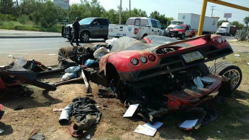 Koenigsegg CCX giá 30 tỷ đồng nát vụn khi gặp nạn - 3