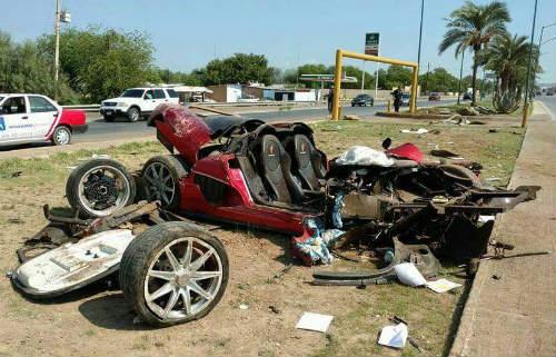 Koenigsegg CCX giá 30 tỷ đồng nát vụn khi gặp nạn - 1