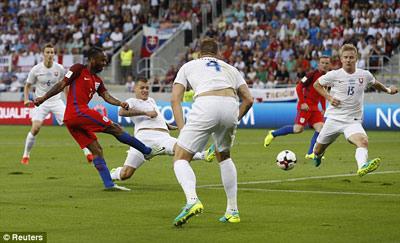 Chi tiết Slovakia - Anh: Cú ra chân 3 điểm (KT) - 7