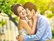 Phát hiện vợ tình tứ với trai lạ trong công viên