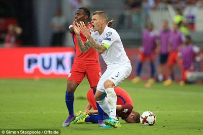 Chi tiết Slovakia - Anh: Cú ra chân 3 điểm (KT) - 8