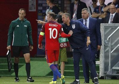 Chi tiết Slovakia - Anh: Cú ra chân 3 điểm (KT) - 9