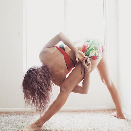 Cô gái trẻ thoát khỏi trầm cảm vì hiếp dâm nhờ Yoga - 2