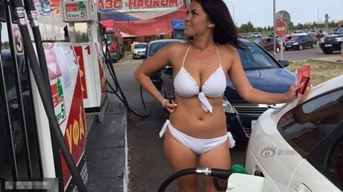 Nga: Gái xinh mặc sexy sẽ được đổ xăng miễn phí - 4