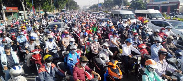 Ngày đầu sau nghỉ lễ: Người - xe ken đặc phố xá Sài Gòn - 1