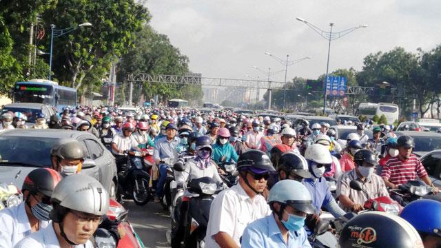 Ngày đầu sau nghỉ lễ: Người - xe ken đặc phố xá Sài Gòn - 6
