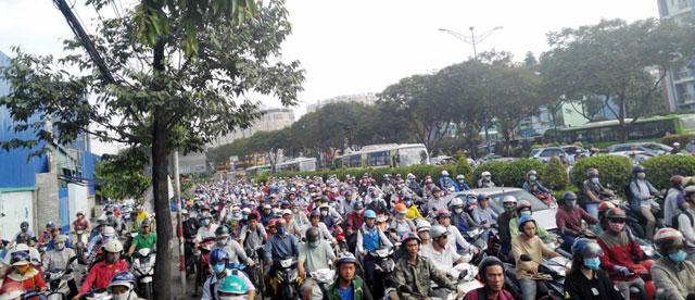 Ngày đầu sau nghỉ lễ: Người - xe ken đặc phố xá Sài Gòn - 4