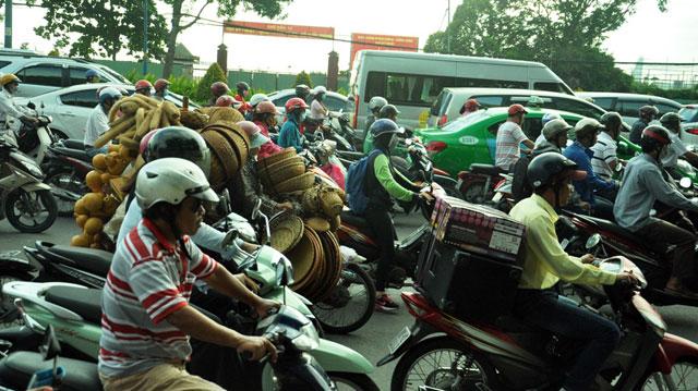 Ngày đầu sau nghỉ lễ: Người - xe ken đặc phố xá Sài Gòn - 8