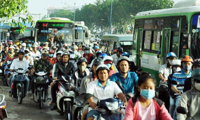 Ngày đầu sau nghỉ lễ: Người - xe ken đặc phố xá Sài Gòn - 10
