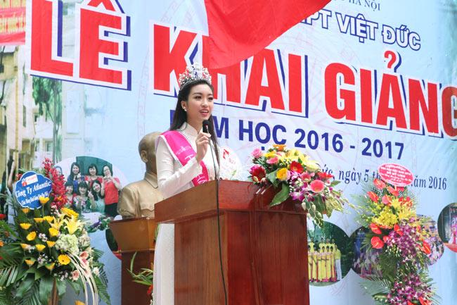 Hoa hậu Mỹ Linh rạng rỡ dự khai giảng trường cũ - 9