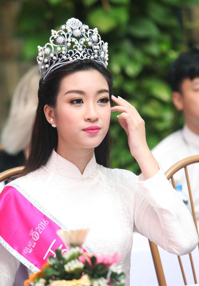 Hoa hậu Mỹ Linh rạng rỡ dự khai giảng trường cũ - 5