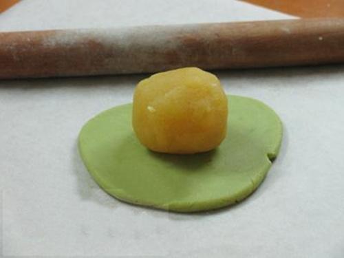 Cách làm bánh Trung thu trà xanh thơm ngon cực đơn giản - 6