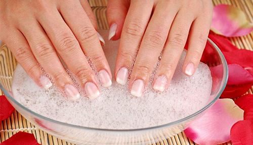 6 bước làm sạch móng tay mỗi ngày chị em nên biết - 3