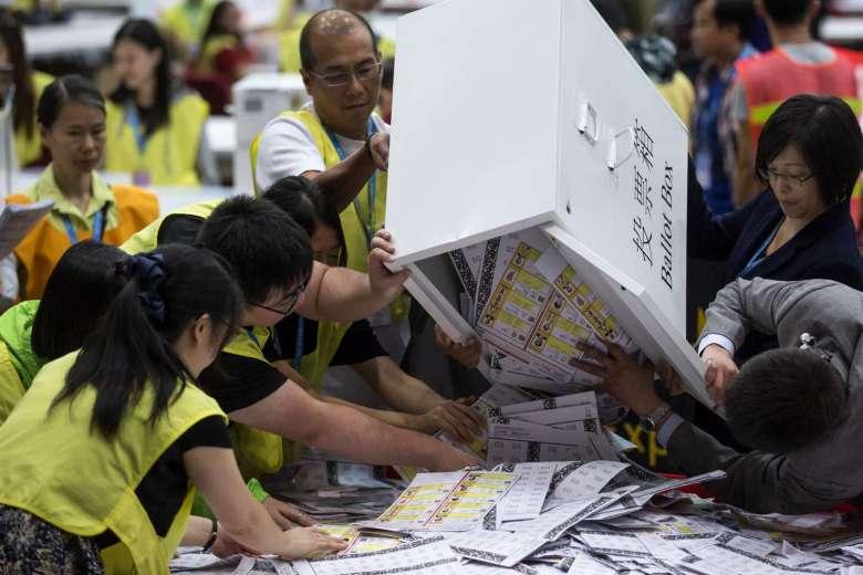 Nhóm ủng hộ Hong Kong tách khỏi TQ giành thắng lợi lớn - 1