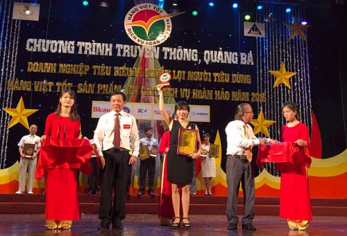 """FPT Services nhận giải thưởng """"Doanh nghiệp tin cậy vì người tiêu dùng"""" - 1"""