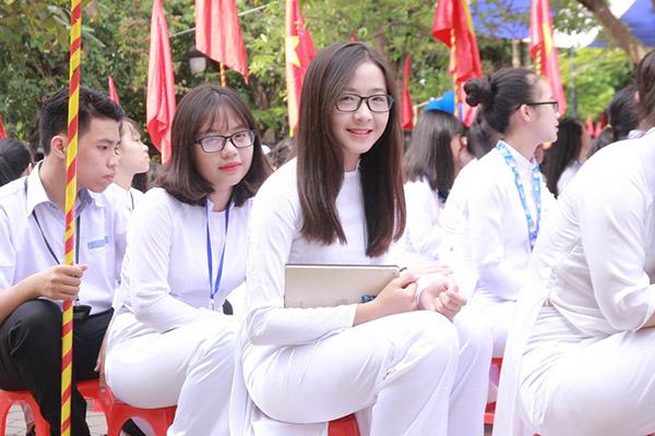 Nữ sinh chuyên Phan Bội Châu rạng rỡ ngày khai trường - 5