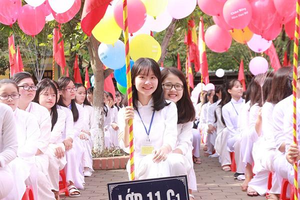 Nữ sinh chuyên Phan Bội Châu rạng rỡ ngày khai trường - 4