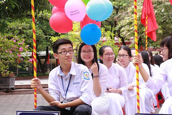 Nữ sinh chuyên Phan Bội Châu rạng rỡ ngày khai trường - 3