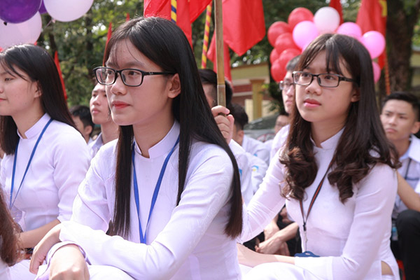 Nữ sinh chuyên Phan Bội Châu rạng rỡ ngày khai trường - 7