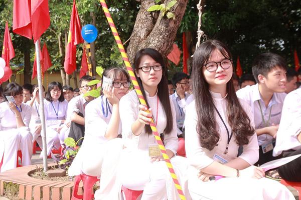 Nữ sinh chuyên Phan Bội Châu rạng rỡ ngày khai trường - 6