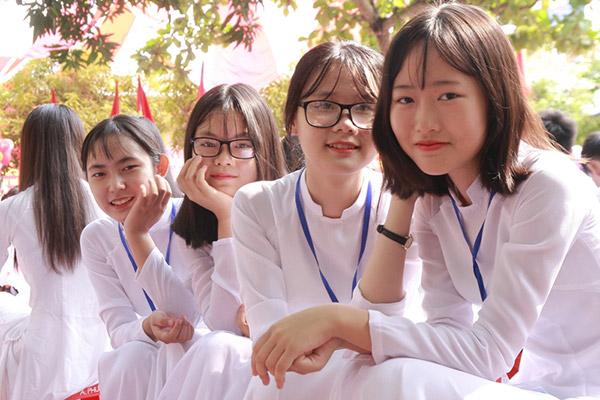 Nữ sinh chuyên Phan Bội Châu rạng rỡ ngày khai trường - 8