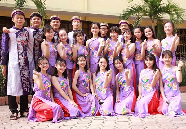 Nữ sinh chuyên Phan Bội Châu rạng rỡ ngày khai trường - 10
