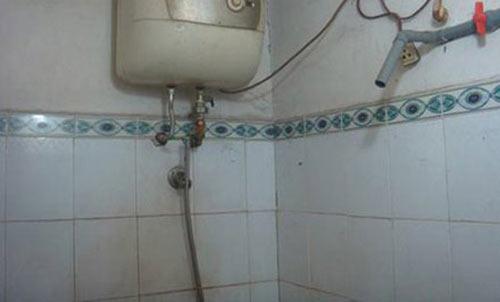 Bé gái bị điện giật tử vong trong nhà tắm - 1