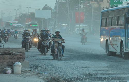 """""""Bão"""" bụi tấn công ở Sài Gòn, dân chịu không thấu - 1"""