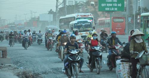 """""""Bão"""" bụi tấn công ở Sài Gòn, dân chịu không thấu - 14"""