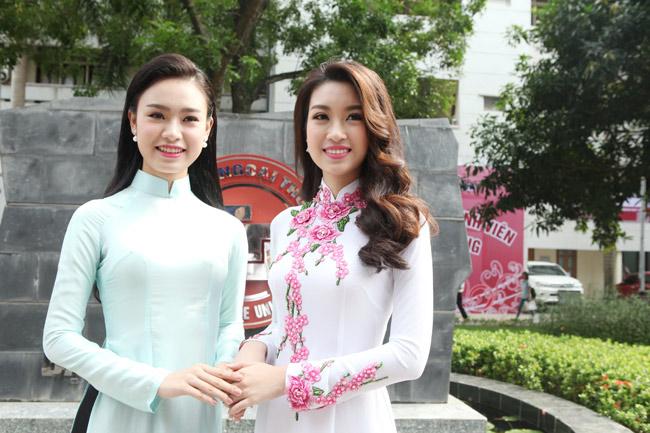 Hoa hậu Mỹ Linh về thăm thầy cô ĐH Ngoại Thương - 2