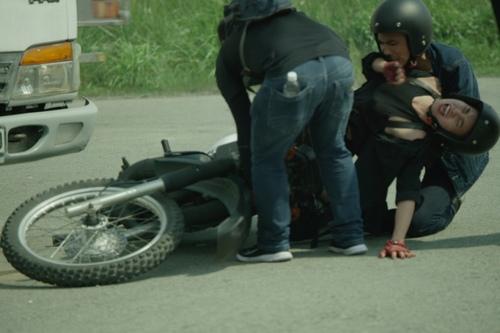 """""""Cám"""" Lan Ngọc suýt chết vì bị ô tô đâm khi đóng phim - 3"""