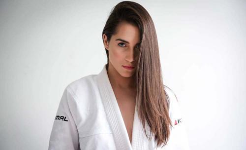 """Ra mắt UFC, đả nữ xinh đẹp bị """"vùi hoa dập liễu"""" - 4"""