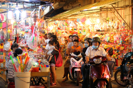Phố lồng đèn Sài Gòn rực rỡ trước Tết Trung thu - 3