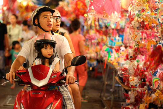 Phố lồng đèn Sài Gòn rực rỡ trước Tết Trung thu - 4
