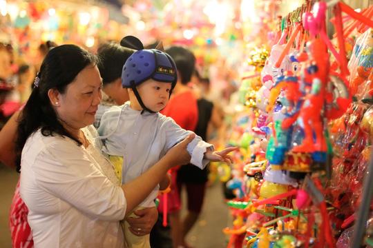 Phố lồng đèn Sài Gòn rực rỡ trước Tết Trung thu - 9
