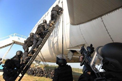 """Vụ cướp máy bay chở 177 người để tạo bom """"thiêu"""" Paris - 2"""