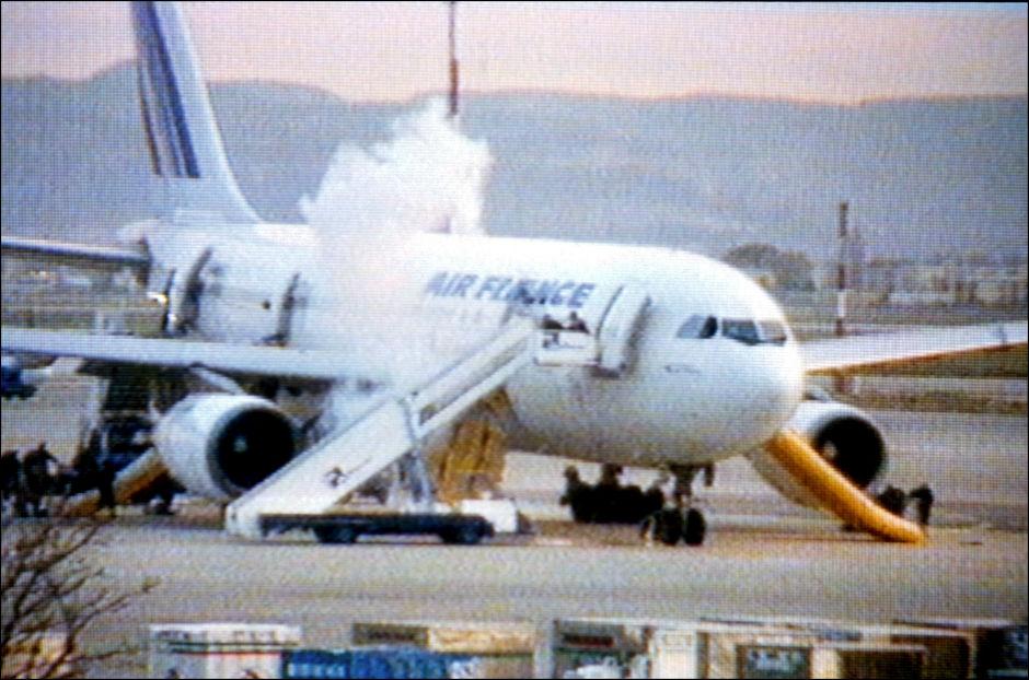 """Vụ cướp máy bay chở 177 người để tạo bom """"thiêu"""" Paris - 3"""