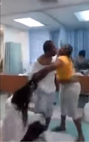 """Được vợ và bồ cùng vào bệnh viện thăm hỏi và cái kết """"khủng khiếp"""" - 3"""