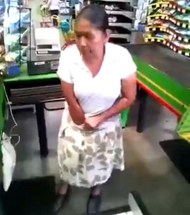 """""""Bà ngoại"""" Mexico trộm đồ siêu thị, nhét vào quần lót - 2"""