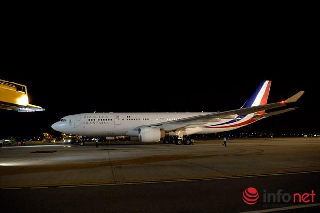 Tổng thống Pháp đã đến Việt Nam đêm qua - 1