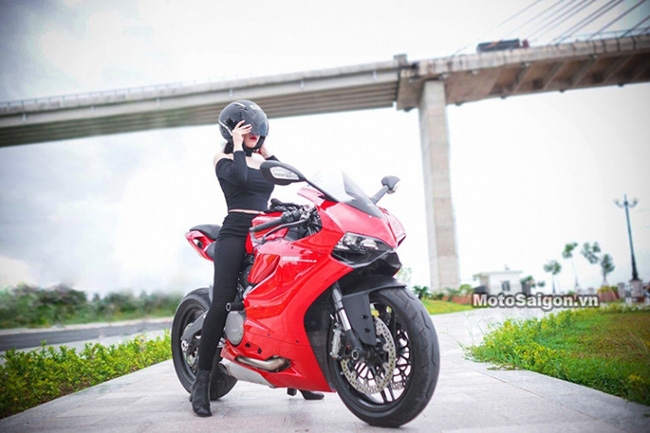 Mãn nhãn với bộ ảnh cưới cùng cặp đôi Ducati Panigale 899 - 10