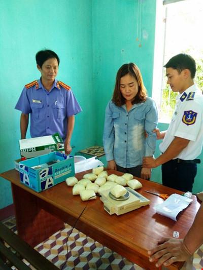 Bắt một phụ nữ vận chuyển ma túy 'khủng' trên tàu hỏa - 1