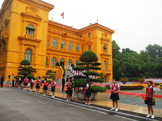 Chủ tịch nước Trần Đại Quang đón Tổng thống Pháp - 1